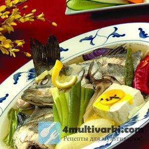Китайский рыбный суп в мультиварке с зеленью, сыром и яйцом