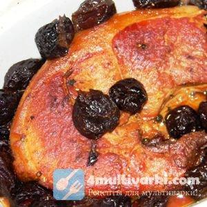 Свинина, тушеная с черносливом в мультиварке, нежна и ароматна