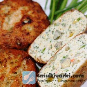Куриные котлеты в мультиварке с кусочком сыра и маслом