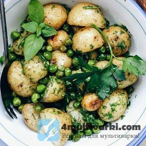 Зеленый горошек и молодая картошка в мультиварке