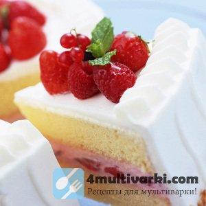 Торт с малиной, творожным муссом и белковым кремом