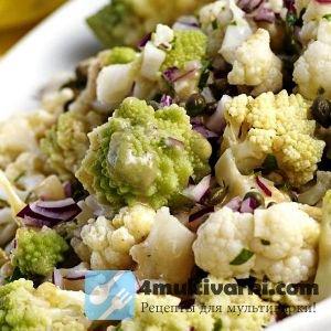 Салат из капусты, сладкого лука и маслин